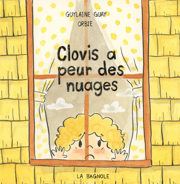 Couverture du livre Clovis a peur des nuages écrit par Guylaine Guay et illustré par Orbie aux Éditions de la Bagnole. On voit Clovis en gros plan, inquiet, qui regarde par la fenêtre. Il y a des nuages en reflet sur la fenêtre.